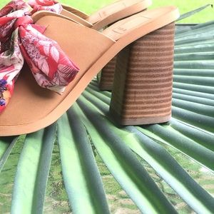 DOLCE VITA TAN with Red Bows Block Heels NEW